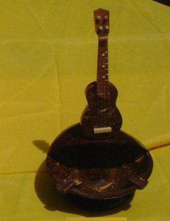 Coco Ashtray w 1 Standing guitars